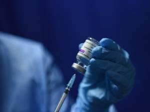 Persoane nedeplasabile din aproape 20 de localități au fost vaccinate anti-Covid de echipa mobilă