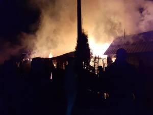 Un incendiu devastator a ars toate construcțiile dintr-o gospodărie