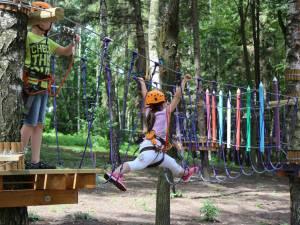 Accesul în parcul de aventură va fi permis de luni până vineri, între orele 12:00-18:00, iar sâmbăta şi duminica, între orele 11:00-18:00