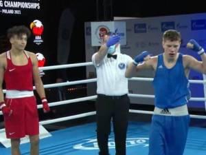 Momentul în care Cristinel Măzăreanu este declarat învingător în faţa campionului Danemarcei
