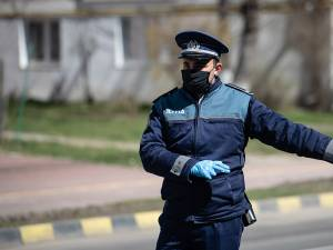 Un BMW X6 burdușit cu parfumuri și îmbrăcăminte de firmă, tras pe dreapta de polițiști