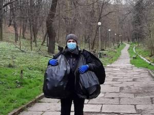 Prorectorul USV, profesorul universitar Mihai Dimian, a strâns patru saci cu gunoaie din Parcul Șipote