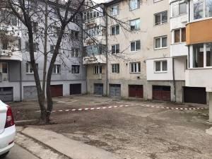 Câțiva proprietari de garaje de pe strada Narciselor s-au făcut stăpâni pe un domeniu public