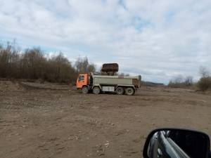 Primăria Frătăuții Noi, amendată pentru că exploata ilegal pietriș și nisip