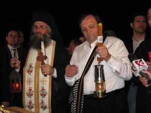Lumina Sfântă a fost adusă pentru prima dată la Suceava în 2009, de președintele CJ Suceava Gheorghe Flutur