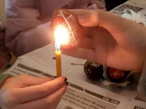 """15 elevi au participat la un atelier de încondeiat ouă organizat de Parohia """"Acoperământul Maicii Domnului"""" Suceava"""