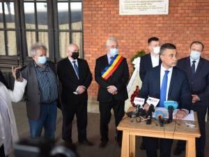 Ambasadorul Saranga, ministrul Bogdan Gheorghiu și oficialitățile locale și județene FOTO Artistul
