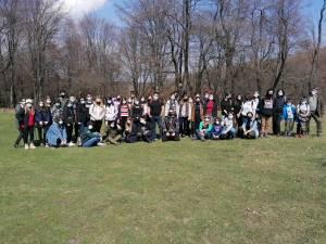 Elevii și profesorii de la CN Mihai Eminescu au plantat 36 de puieți de fag pe raza Ocolului Silvic Pătrăuți
