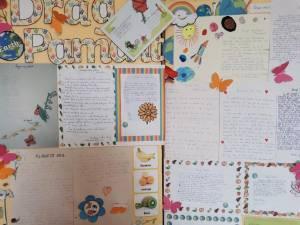 """Expoziții de lucrări și desene ale elevilor de la Centrul Școlar Gura Humorului, cu tema """"Paștele în Bucovina"""""""