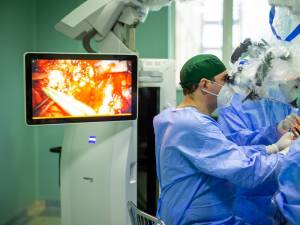 Studentă din Rădăuți, salvată după ce fost operată de o tumoră rară, la creier. Foto Facebook Spitalul de Neurochirurgie Iași
