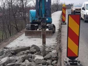 Lucrările la trotuarul de 90.000 de euro de la Dornești, distruse cu picamerul înainte de finalizare
