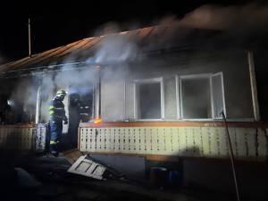 Bărbat de 51 de ani, găsit mort, carbonizat, în casa care i-a luat foc