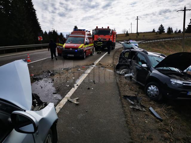 Două mașini s-au ciocnit violent, sâmbătă dimineață, pe DN 17