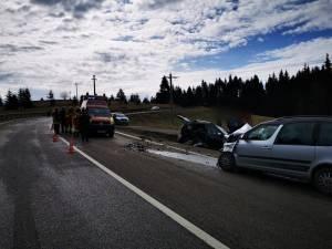 Două mașini s-au ciocnit violent, sâmbătă dimineață, pe DN 17 4