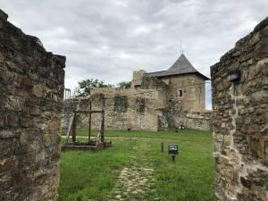 Turiştii sunt îndemnaţi să viziteze Cetatea de Scaun a Sucevei şi Muzeul Satului Bucovinean, care vor fi deschise şi luni