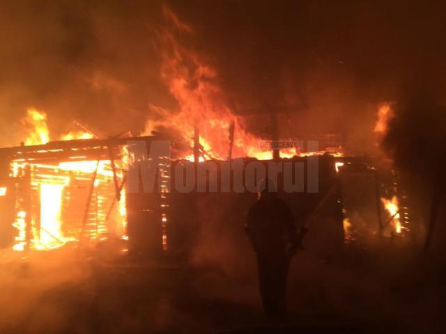 Construcțiile grupate din lemn au dus la propagarea imediată a incendiului