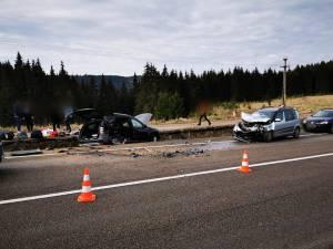 Cele două mașini implicate în accidentul din dimineața zilei de 1 Mai