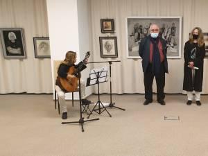 """Expoziție de pictură și lansarea albumului monografic Mircea V. Hrișcă - """"Emoție și spiritualitate"""", la Muzeul de Istorie"""