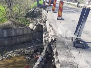 Mâna curentă a podului s-a părbușit