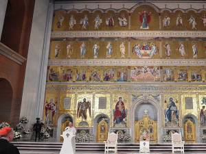 Catedrala Mântuirii Neamului deține cel mai mare iconostas ortodox