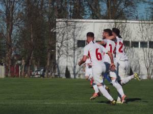 Florescu e felicitat de coechipieri după ce marcat în confruntarea cu Braila. Foto Cristian Plosceac