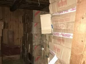 Depozitul de țigări de contrabandă din casa bătrânească de la Moldovița