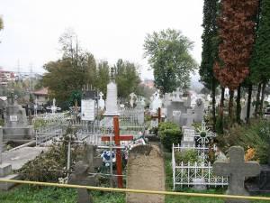 Nici un mormânt fără floare și lumânare