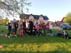 Un instructor sportiv i-a pus în mișcare pe copiii din Dănila