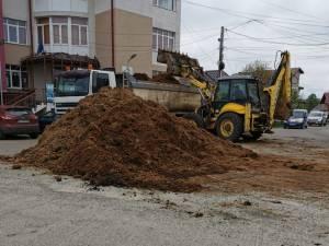 A descărcat camionul cu gunoi de grajd în fața sediului APIA Cajvana