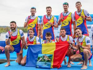 Florin Arteni-Fîntinariu este sportivul înalt, primul din dreapta