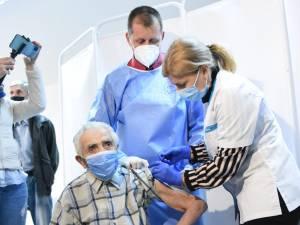Ambrosie Plopan a primit miercuri a doua doză din vaccinul Pfizer