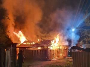 Puternic incendiu la o gospodărie din Arbore