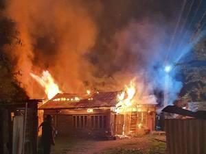Un puternic incendiu a mistuit o gospodărie din Arbore