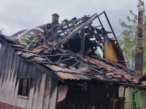 Bărbatul a dat foc casei