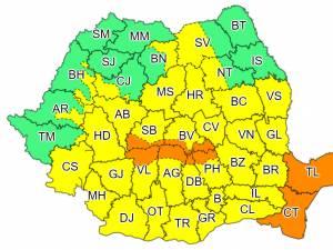 Codul galben de ploi și instabilitate atmosferică, prelungit până miercuri dimineață