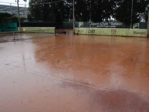 Ploile continuă să perturbe programul Cupei Monitorul
