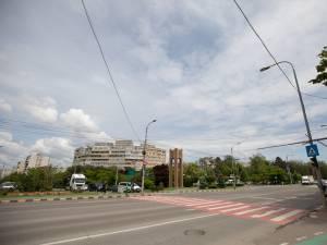Intersecția bulevardului principal, 1 Mai, cu Calea Obcinilor, unde va fi amenajat un sens giratoriu diferit de cele tradiționale - foto Ema Motrescu
