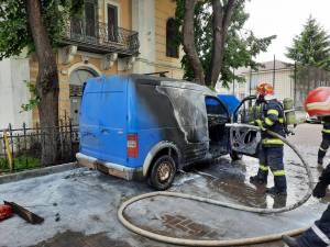 Maşina care a ars la Fălticeni