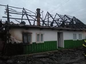 Dezastru lăsat în urmă de un incendiu, într-o gospodărie din Dornești