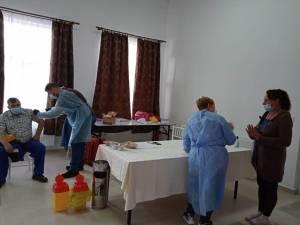 Vaccinare Dornişoara, comuna Poiana Stampei foto FB primar Viluţ Mezdrea