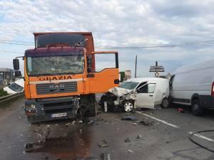 Accident grav, în care au fost implicate patru autovehicule, la Gura Humorului