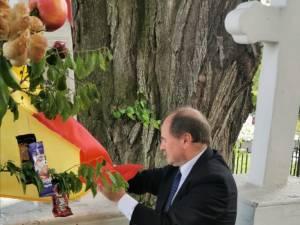 Manifestările s-au încheiat la bustul lui Ciprian Porumbescu, acolo unde Niculai Barbă a depus o coroană de flori