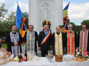 Primarul din Adancata a depus coroane de flori la Monumentul Eroilor din parcul comunei