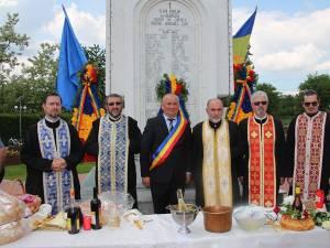 Primarul din Adâncata a depus coroane de flori la Monumentul Eroilor din parcul comunei