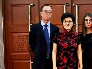 Reprezentanții Asociației Casa Româno-Chinez Suceava, alături de ambasadoarea Chinei în România, E.S. Jiang Yu