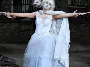 """""""Titanicul"""" sau tragi-comica aventură unor însetați vampiri moldoveni, un spectacol complet, regizat de Cosmin Panaite"""