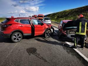 Impactul violent dintre cele două mașini