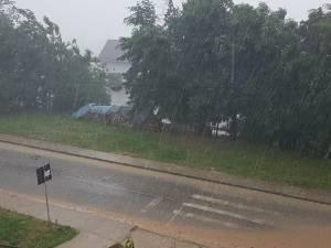 Ploi abundente până miercuri dimineață