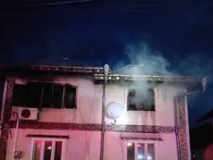 O casă nelocuită a luat foc în toiul nopții