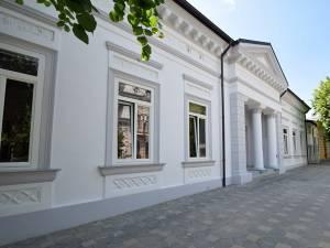 """Biblioteca Municipală """"Eugen Lovinescu"""" din Fălticeni"""